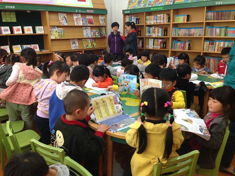 幼儿园来上海少年儿童图书馆参加少儿图书馆读书日